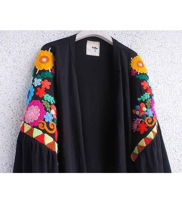 花繡水袖外套 4