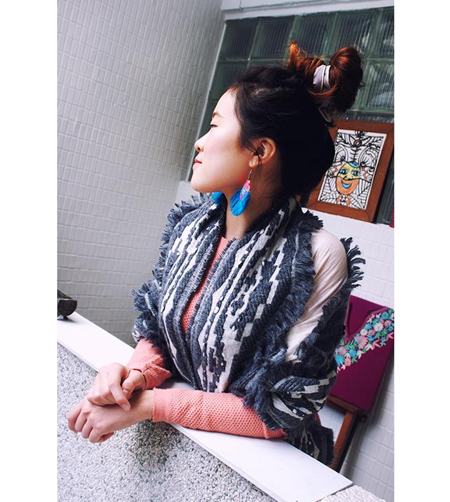 羊毛刺繡巾.灰羽 3